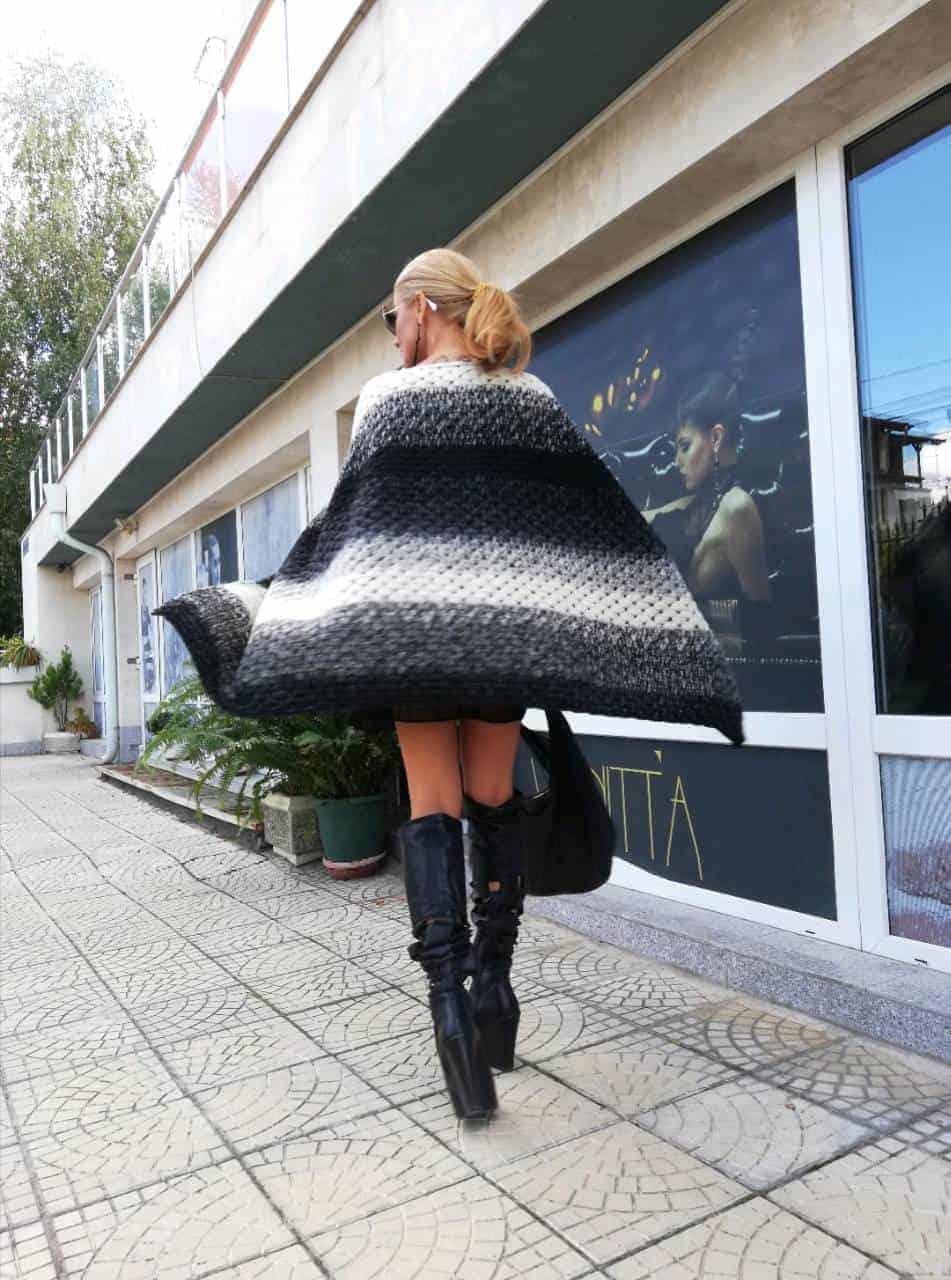 Класическо дамско пончо