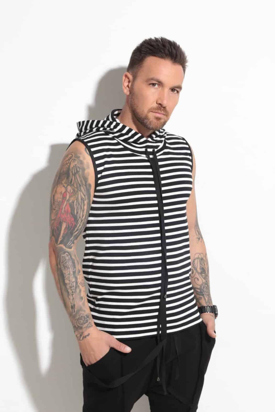 Спортна блуза с качулка STRIPE