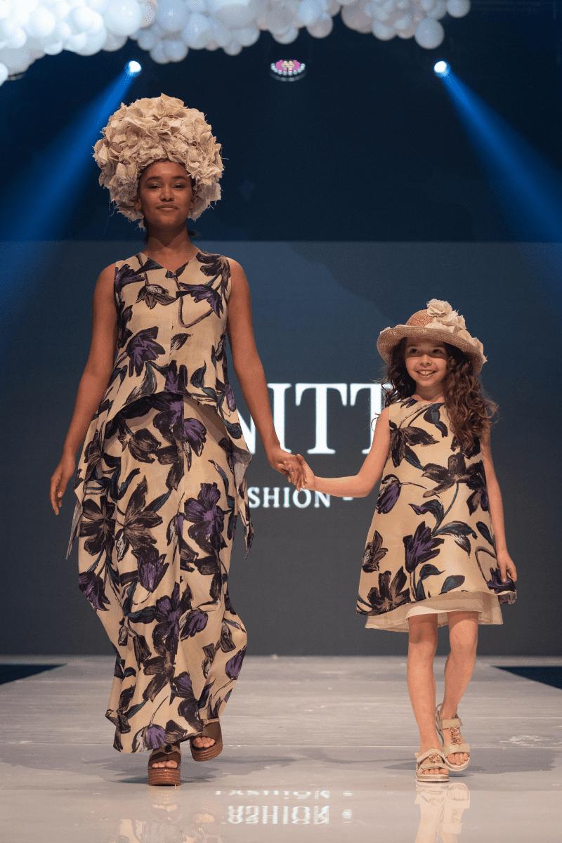 Long women's skirt 1020